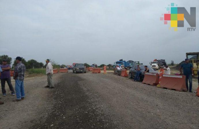 En Frijolillo y Chomotla, comunidades de Tuxpan, esperan que empresa repare caminos