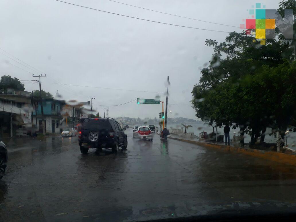Lluvias solo provocan encharcamientos en calles y avenidas de Tuxpan: PC
