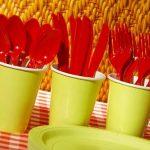 Europa prohibiría cubiertos y platos de plástico para reducir basura