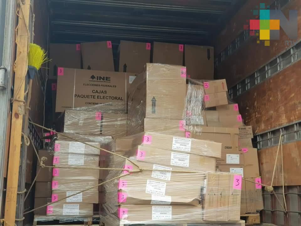 En Cosamalopan reciben material y documentación no custodiado del INE
