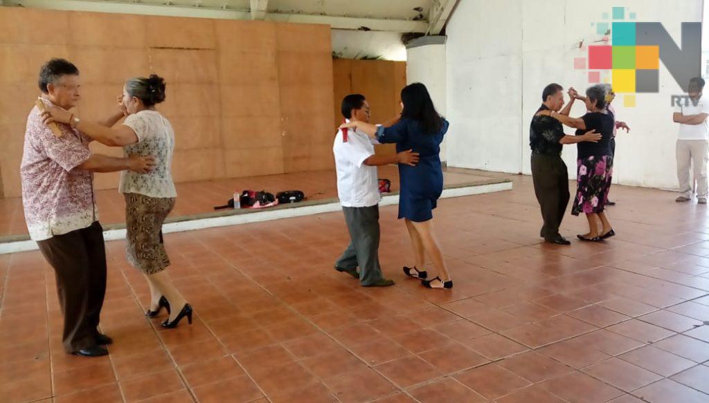 Difunden y fomentan el danzón en Coatzacoalcos