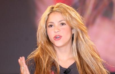 Shakira y Javier Bardem participan en subasta «Ningún niño sin juguete»