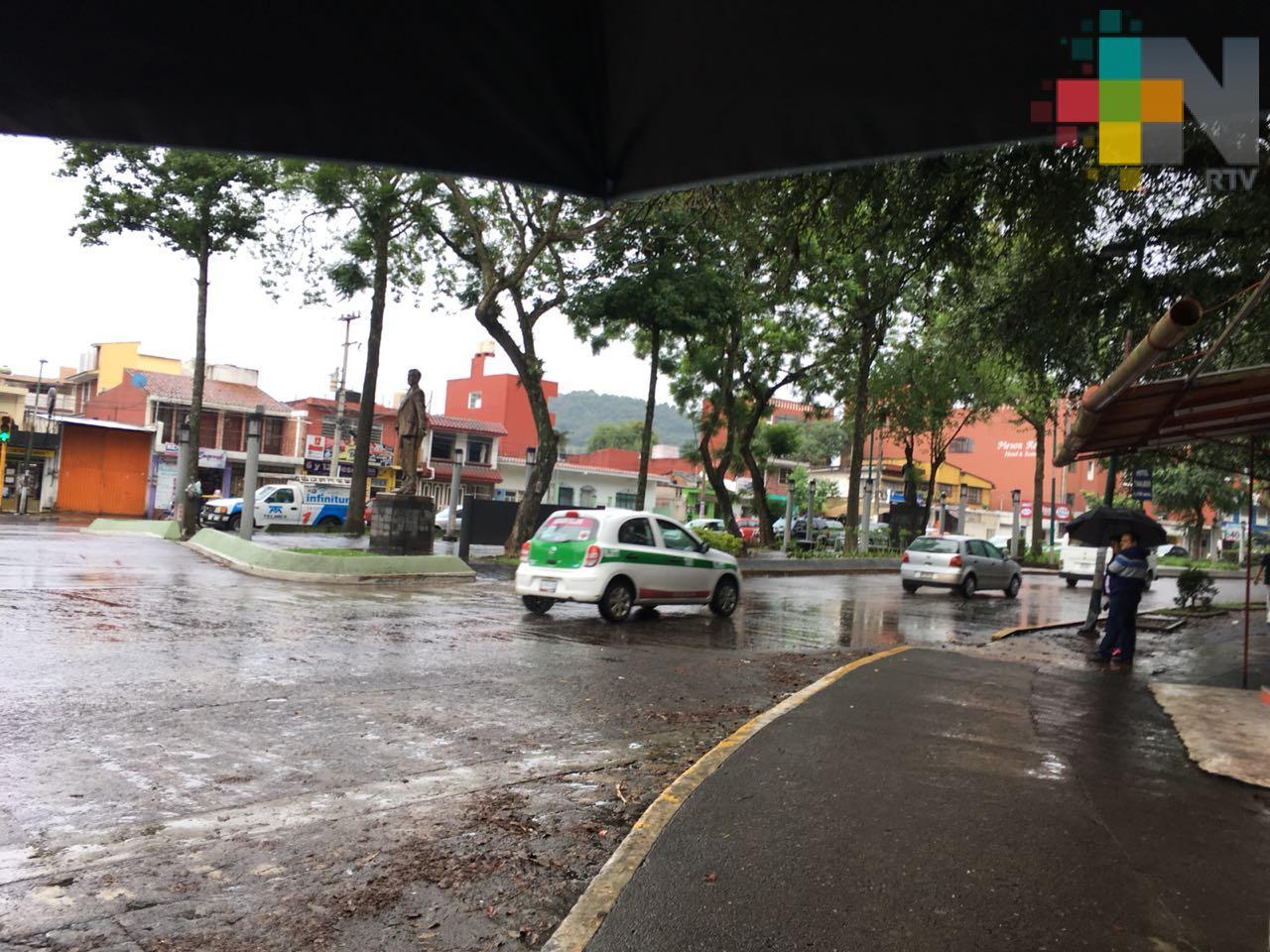 Ambiente caluroso en Huasteca, se esperan lluvia en región montañosa
