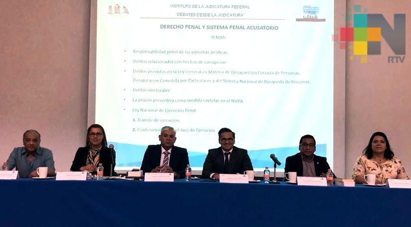 Participa Fiscal General en debate convocado por Judicatura Federal