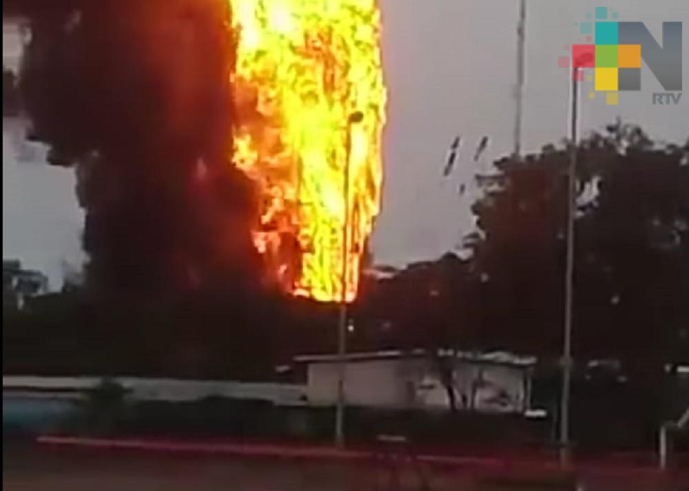 """Controlan incendio en refinería """"Gral. Lázaro Cárdenas del Río"""" de Minatitlán"""