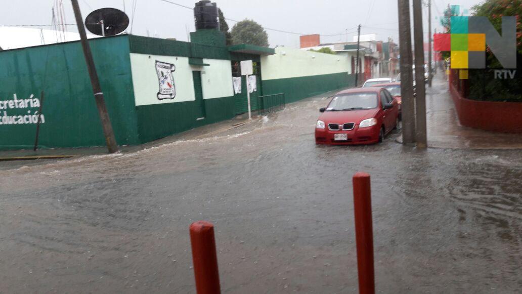 Lluvia deja inundación en autopista Puebla-Cordoba y calles de Chocamán