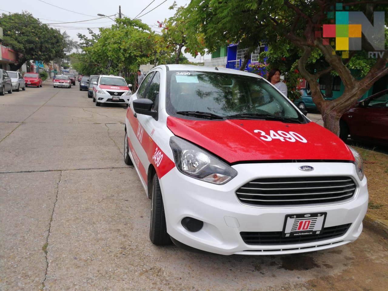 Taxistas de Coatzacoalcos aumentan tarifa mínima en el servicio