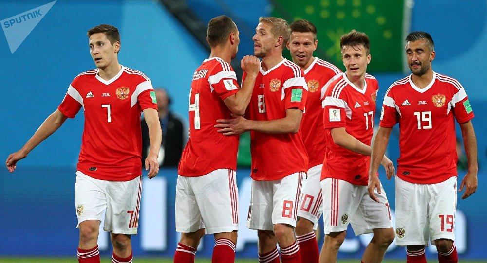 Entrenador de selección Rusia agradece apoyo de su afición