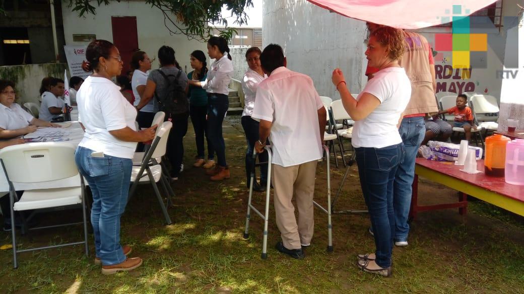 """Campaña """"DIF en tu comunidad"""" atiende adultos mayores en colonias marginadas de Coatzacoalcos"""