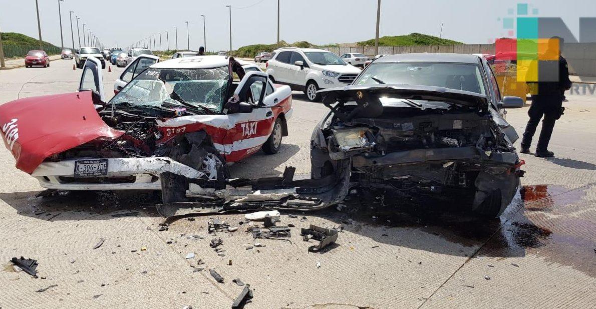 En Coatzacoalcos choque entre taxi y auto particular deja una persona lesionada