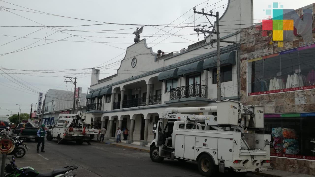 Por falla eléctrica no dan servicio en oficinas del palacio municipal de Tierra Blanca
