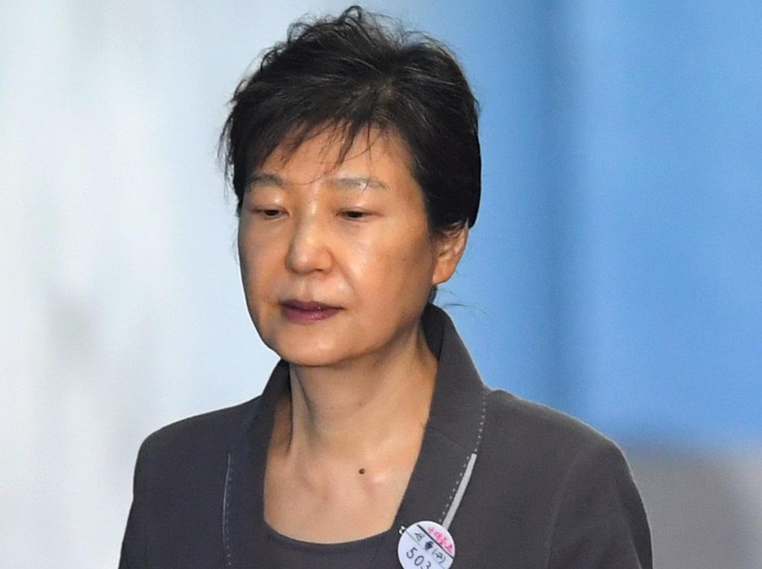 Condenan a ocho años de cárcel a expresidenta surcoreana