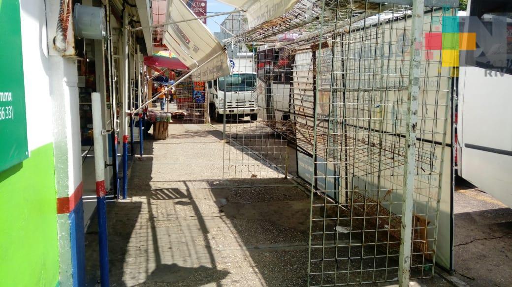 Retirarán más de 70 rejillas de puestos ambulantes del centro de Coatzacoalcos