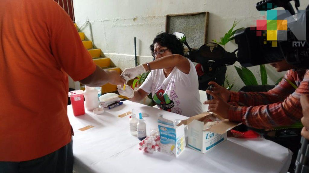 Aplican pruebas rápidas para detectar VIH/Sida en mercados de Coatzacoalcos