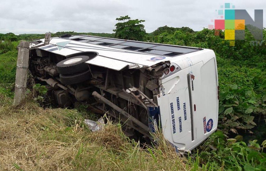 24 lesionados deja choque de tráiler y autobús de pasajeros