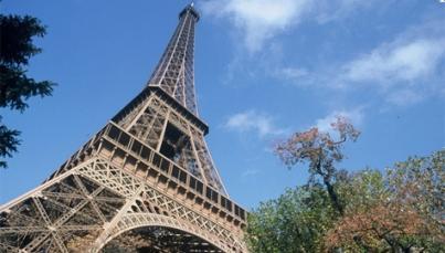 Después de tres meses cerrada, la Torre Eiffel recibe nuevamente a turistas