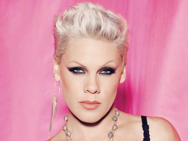 Pink reúne cuatro mil millones de visitas en sus canales de YouTube