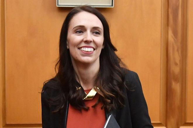 Primera ministra neozelandesa congela salarios de parlamentarios