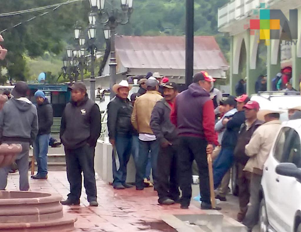 Desalojan a pobladores que tenían tomado el palacio municipal de Ayahualulco