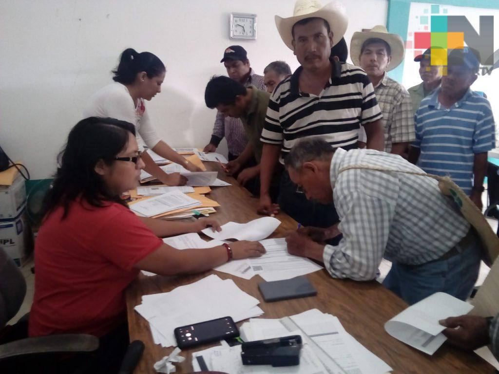 Entregan dos mil apoyos a productores de maíz y frijol en sierra de Huayacocotla y huasteca baja