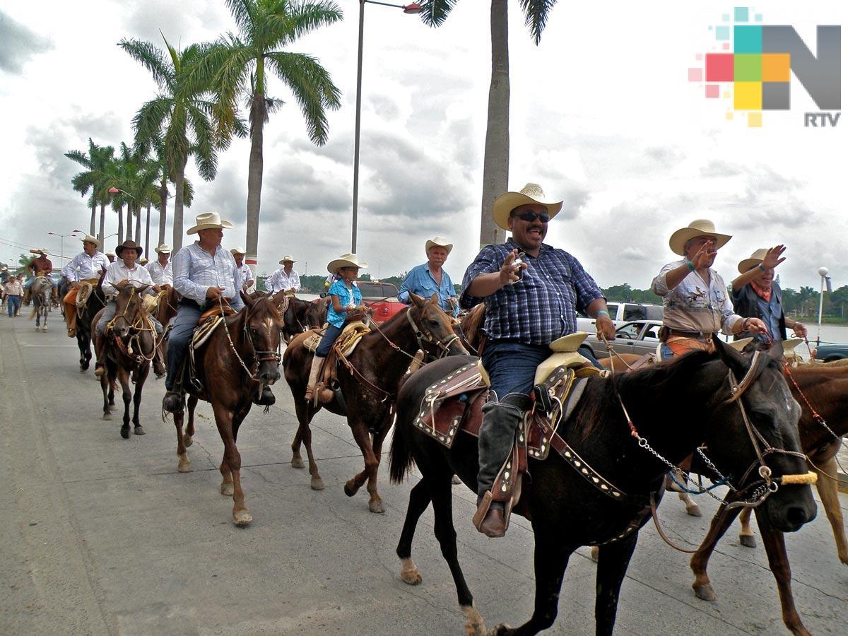 Llevan a cabo Cabalgata de la Identidad Huasteca 2018 en Tuxpan