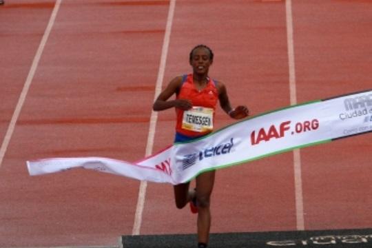 Etíope Etaferahu Woda, primer mujer en cruzar meta de Maratón CDMX 2018