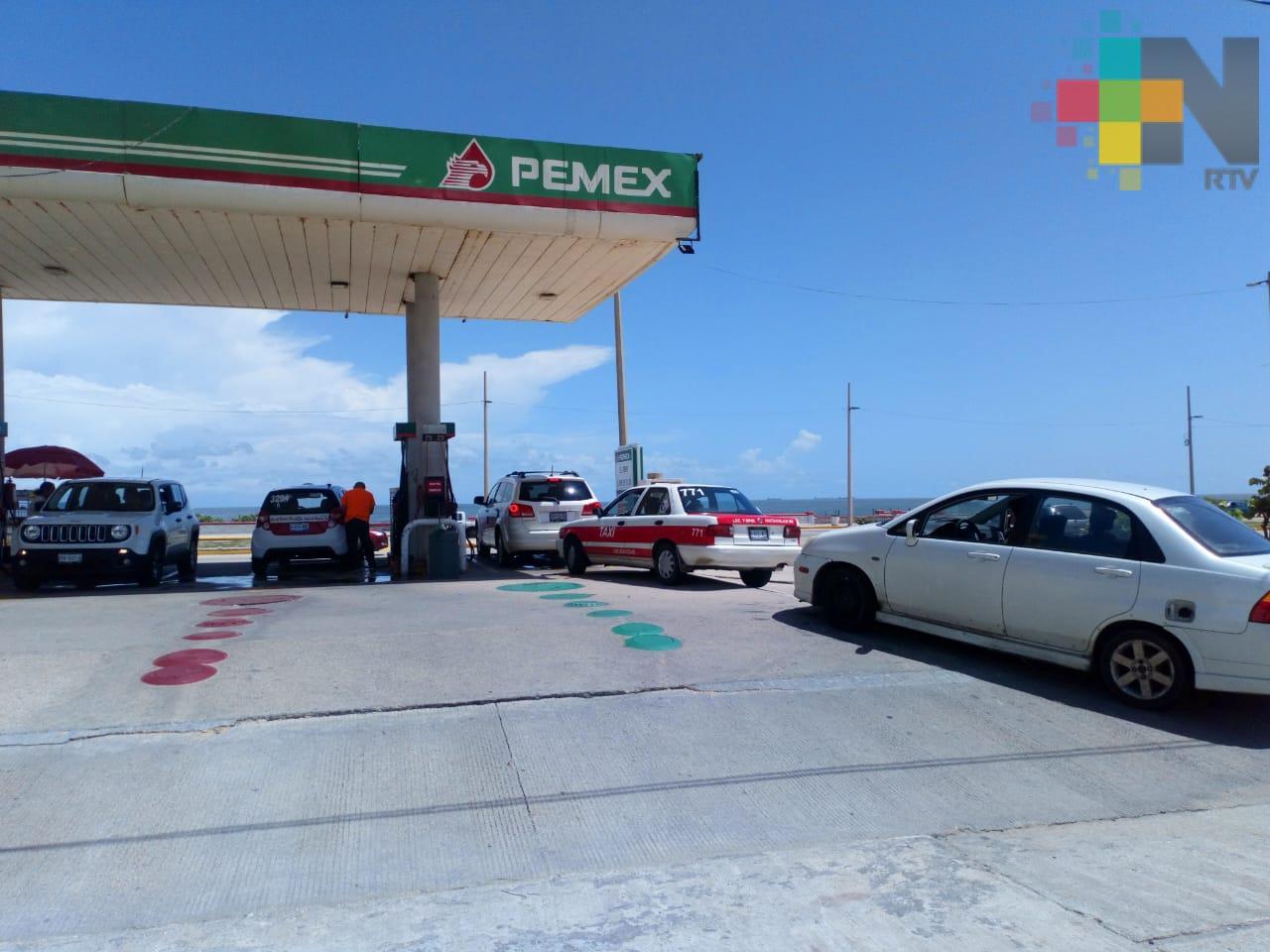 En Coatzacoalcos, automovilistas buscan precio más bajo de gasolina