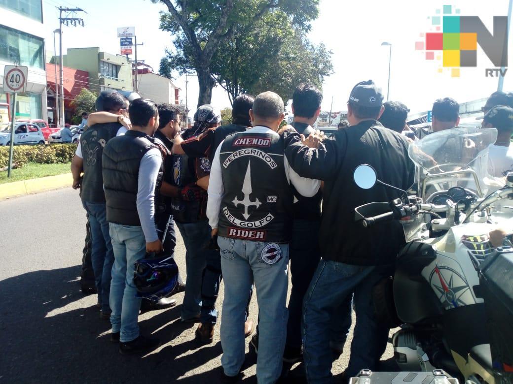 Motociclistas se oponen a iniciativa de usar chaleco con número de placa