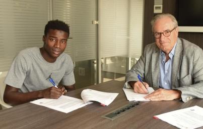 Senegalés Moussa Wagué firma con Barcelona por cinco temporadas