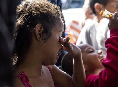 EUA prohibiría residencia a migrantes que reciben asistencia pública