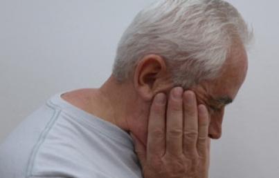 Anestesia y cirugía podrían afectar memoria en adultos mayores