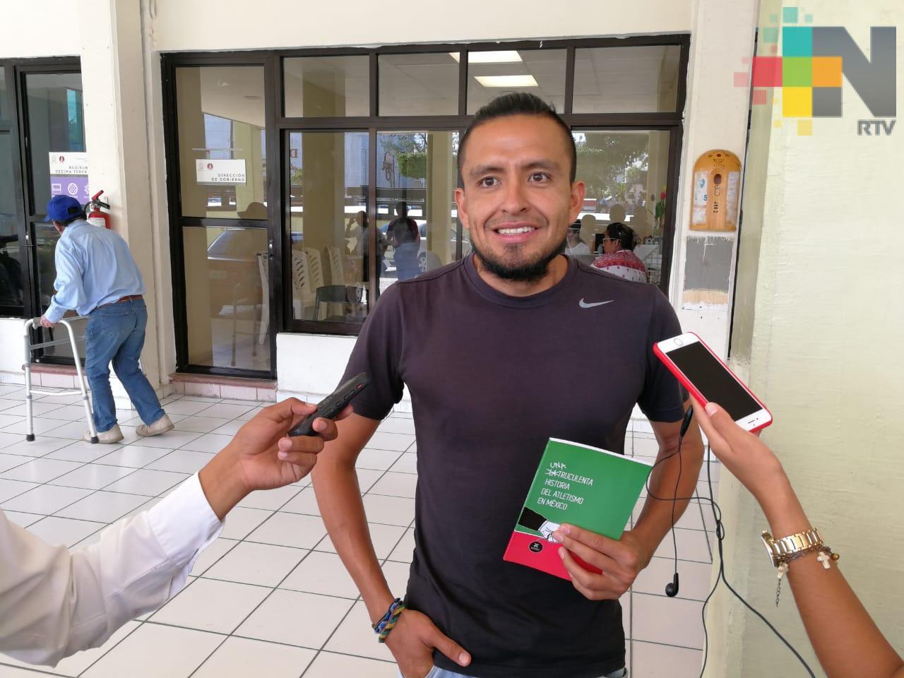 """Ricardo Flores Gómez presenta su libro """"Una truculenta historia del atletismo en México"""""""