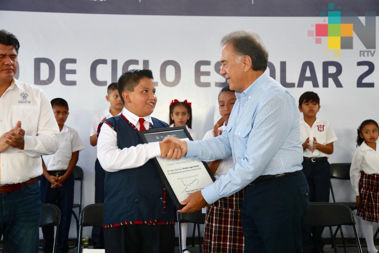 Regresan a clases dos millones 350 mil estudiantes en todo el estado: Gobernador Yunes