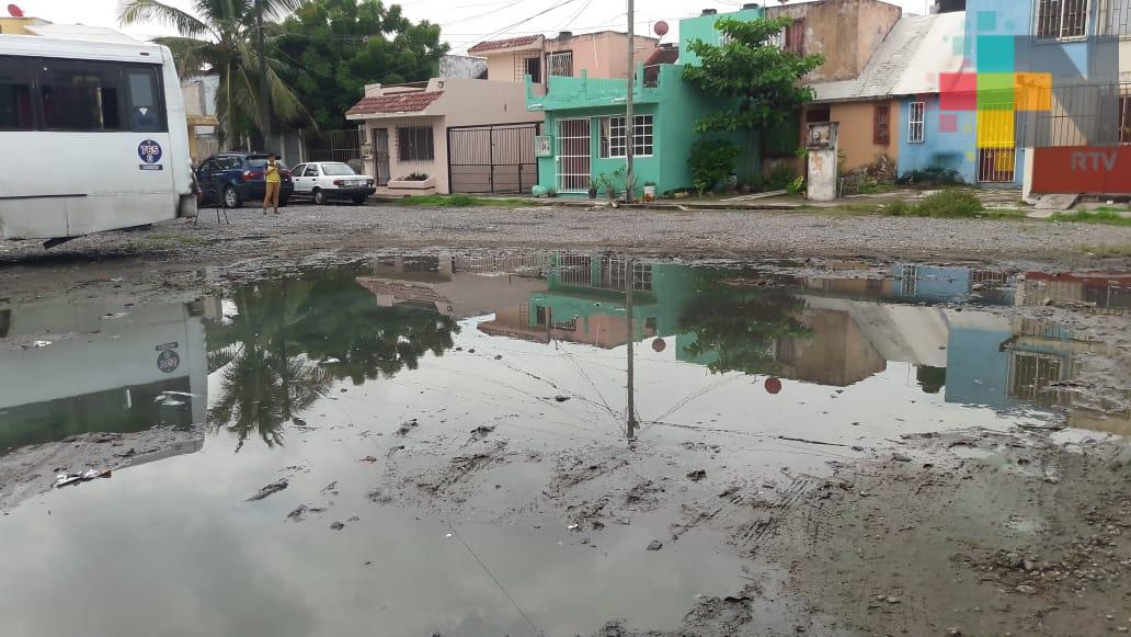 En Infonavit Lomas del Vergel reportan brote de aguas negras, piden atención del Grupo MAS
