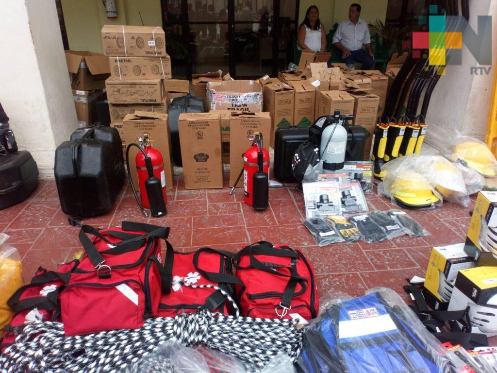 PEMEX y ayuntamiento de Coatzacoalcos entregan equipo a PC y Bomberos