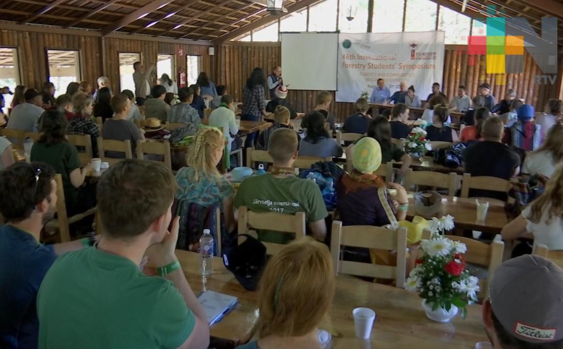Como parte del Internacional ForestryStudentsSymposium, 80 estudiantes visitaron el bosque del Ciclo Verde