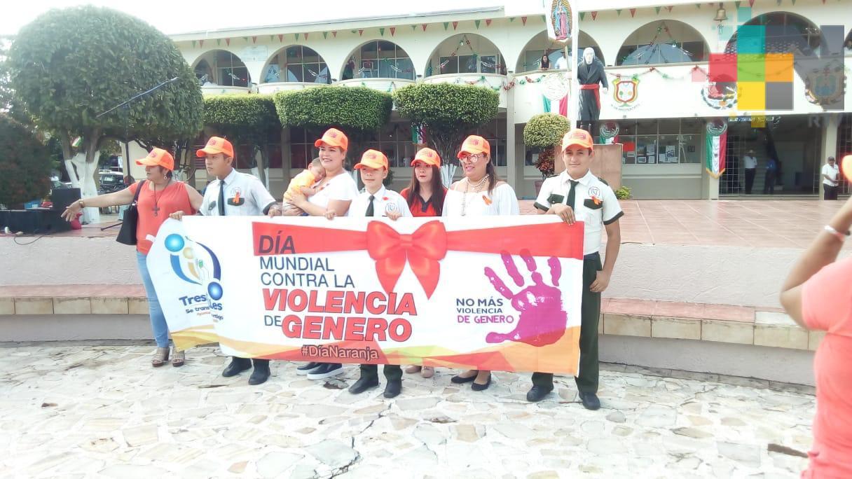 Marchan mujeres de Tres Valles promoviendo la no violencia contra este género