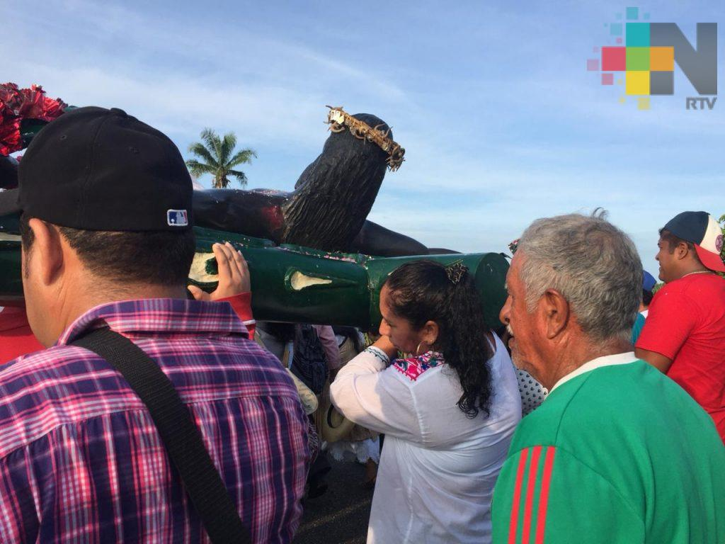Otatitlán celebra su tradicional recorrido del Cristo Negro