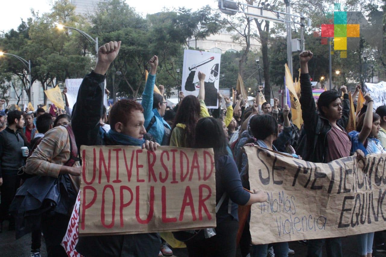 Miles de jóvenes conmemoran la Marcha del Silencio