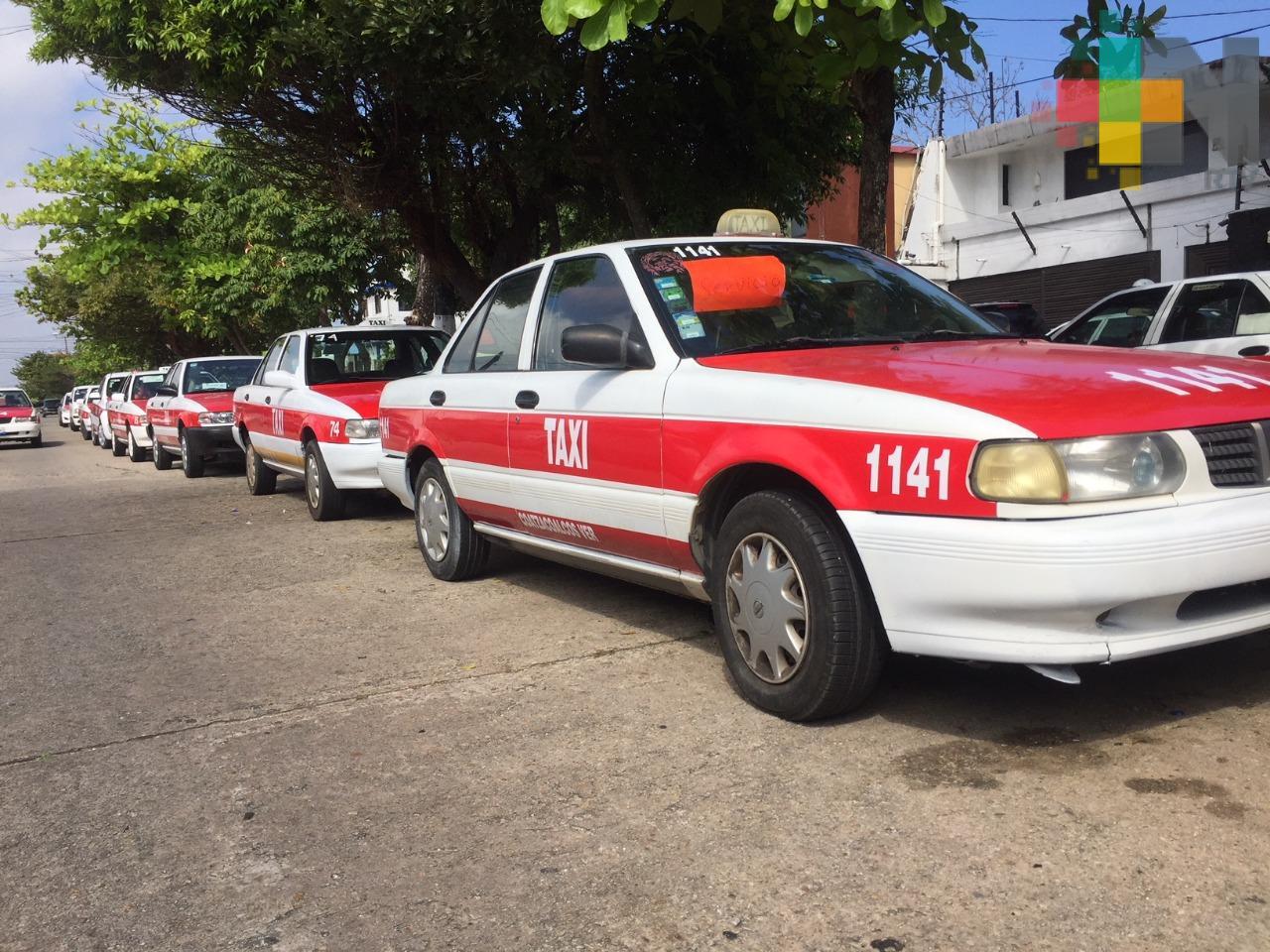 Taxistas de Coatzacoalcos piden que se cancelen empadronamientos