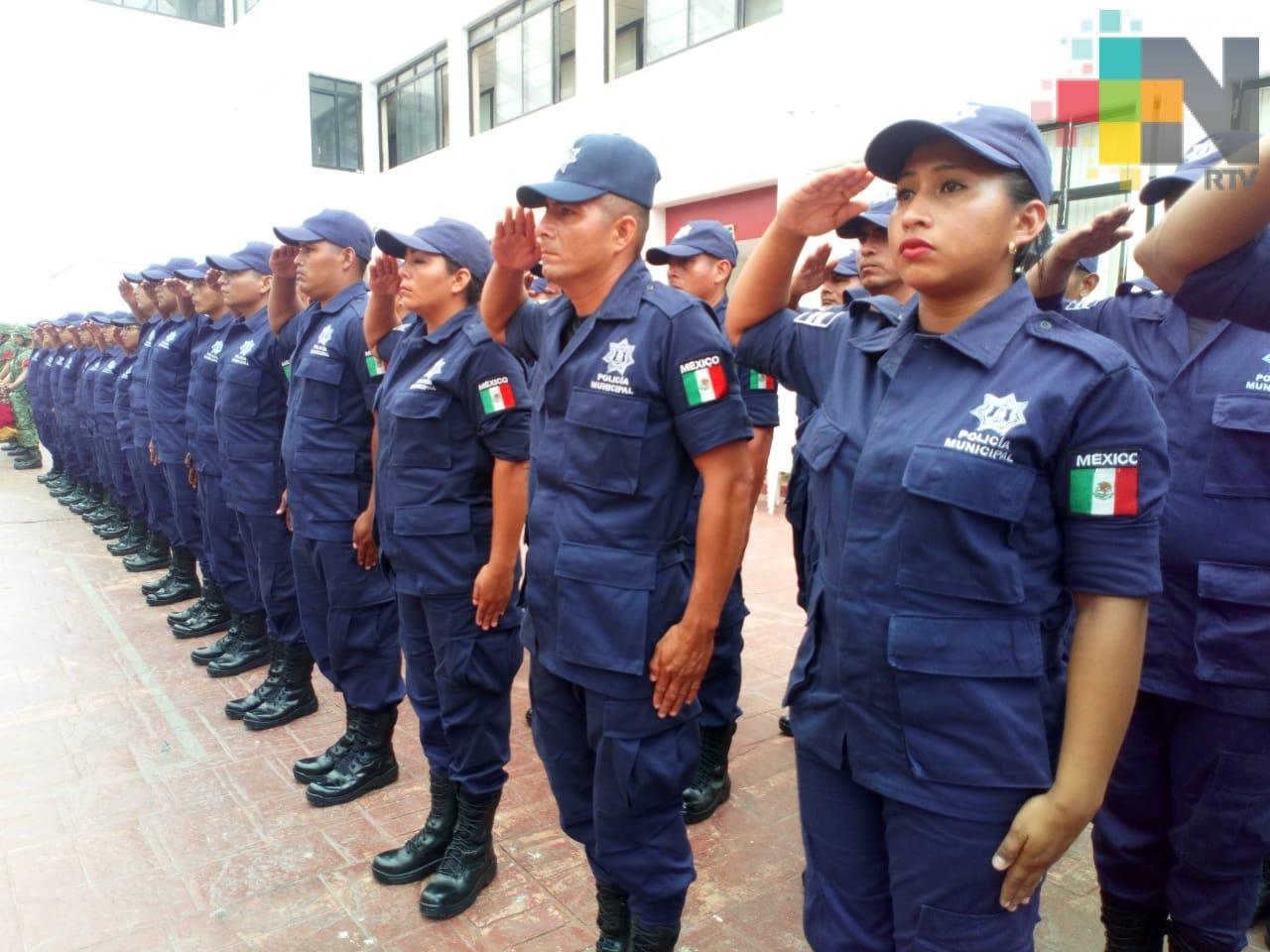 Presentan a nuevos policías de Coatzacoalcos