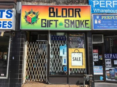 Comienzan redadas en Canadá contra establecimientos ilegales de cannabis