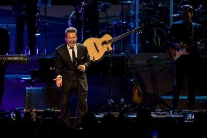 Luis Miguel conquista Las Vegas pese a fallas de sonido en concierto