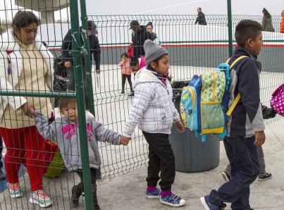 Trump planea eliminar servicios para niños migrantes
