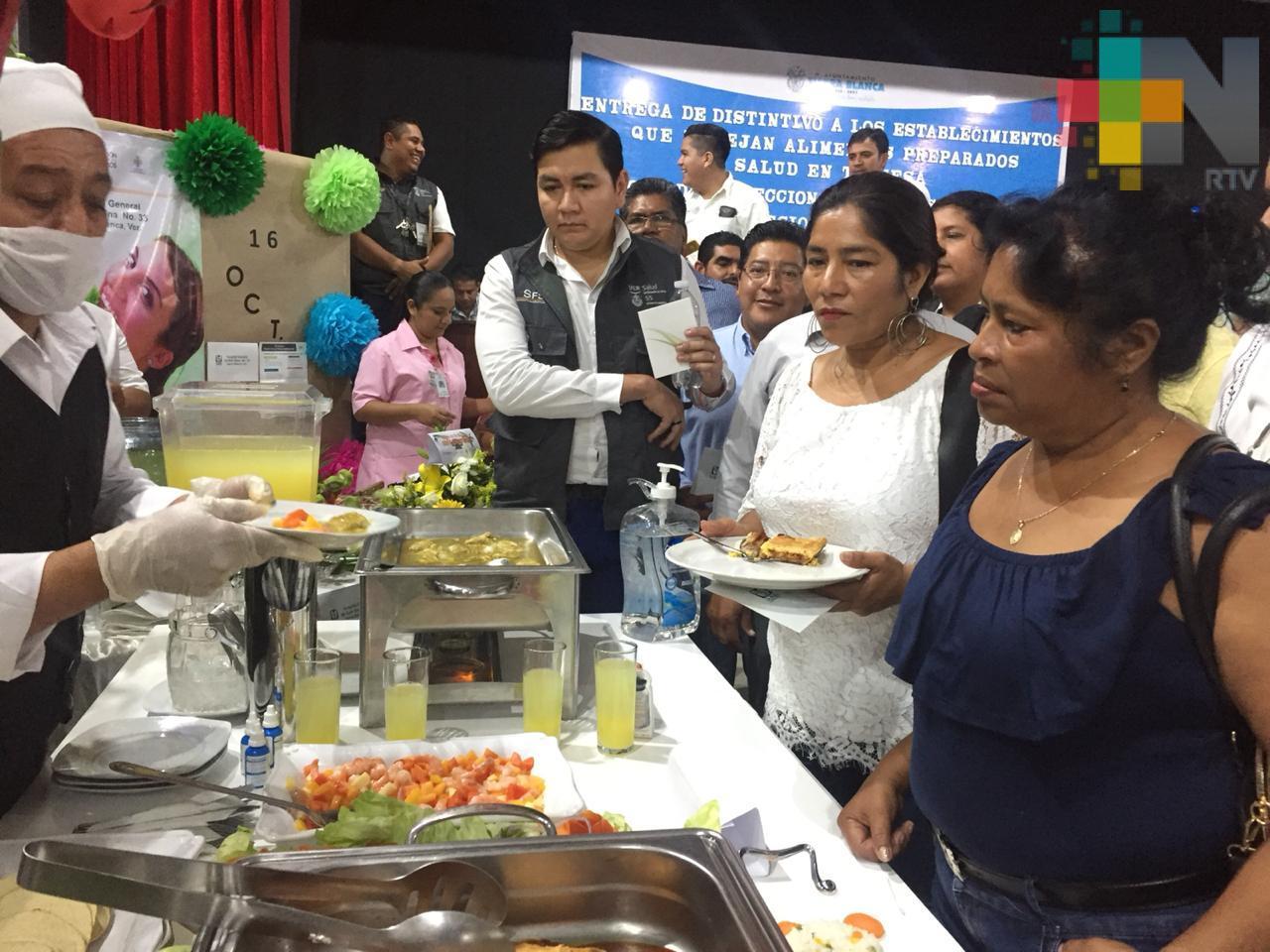 """Establecimientos de comida de la cuenca del Papaloapan reciben distintivo """"Salud en tu mesa"""""""