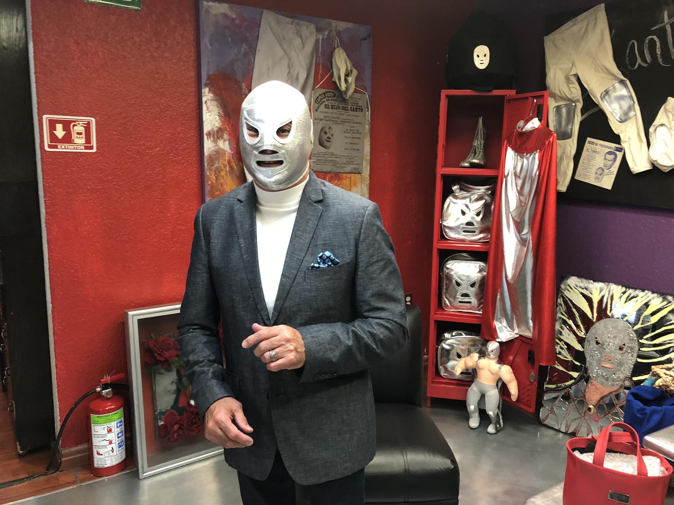 """Alistan estreno de """"El hombre detrás de la máscara"""""""