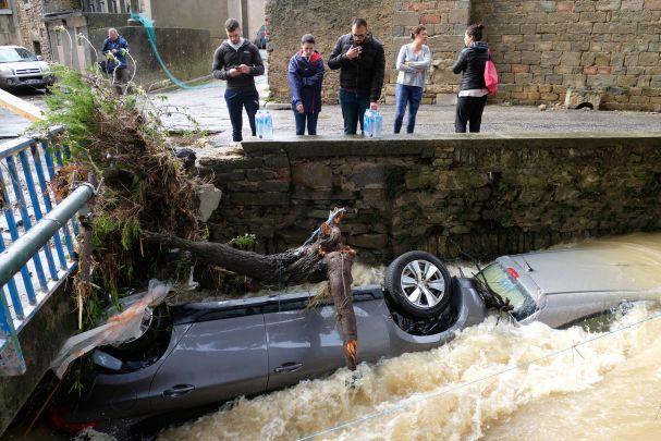 Elevan a 14 número de muertos por inundaciones en Francia
