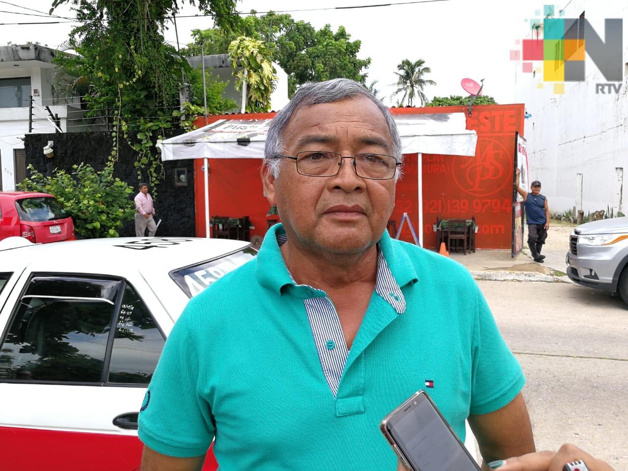 Choferes de autobús provocaron aumento de taxis colectivos, acusa líder de taxistas