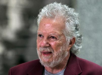 Muere el escultor mexicano José Sacal