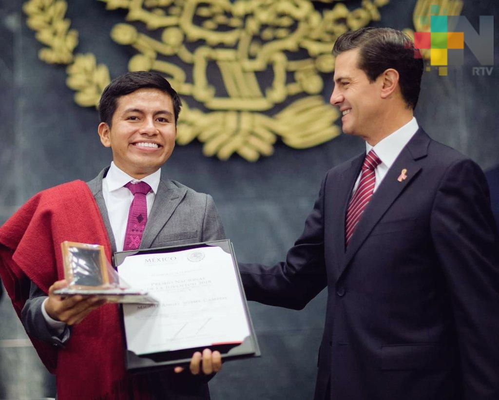 Veracruzano recibe Premio Nacional de la Juventud 2018